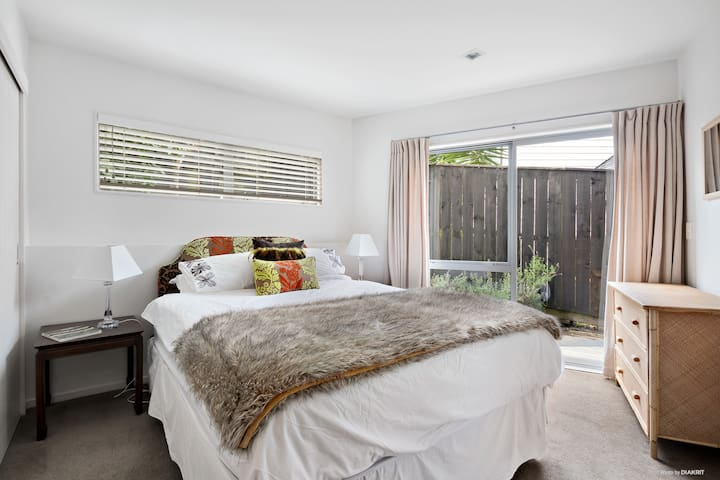 Quiet, peaceful private double bedroom
