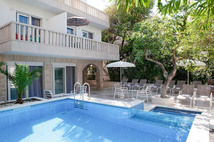 Ravishing Villa in Makarska near Nugal Beach and Vepric