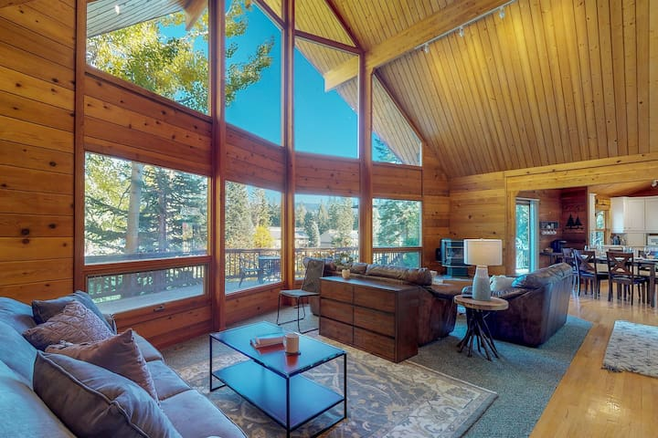 Cozy home near skiing, golf, and the lake - 1 dog OK