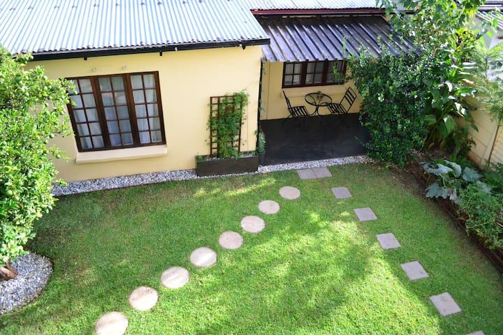 Garden cottage in Melville - Johannesburg - House