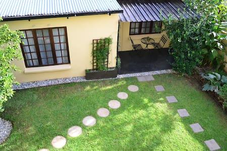 Garden cottage in Melville - Joanesburgo
