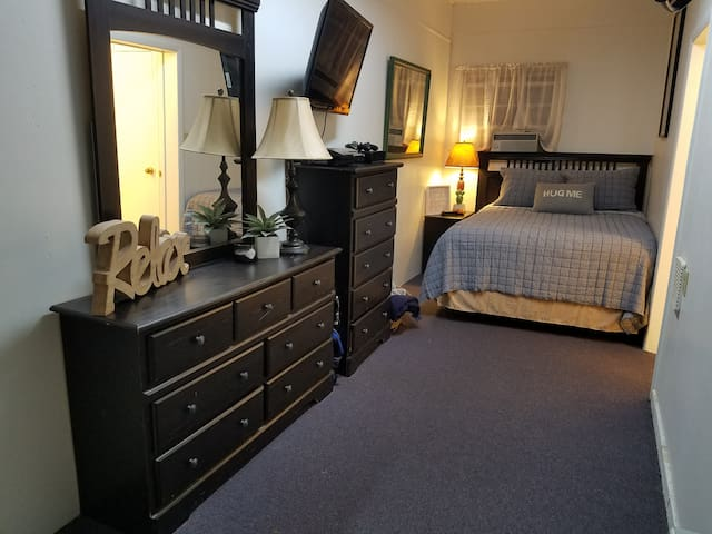 Private M-I-L Suite. 10 minutes from KY Lake