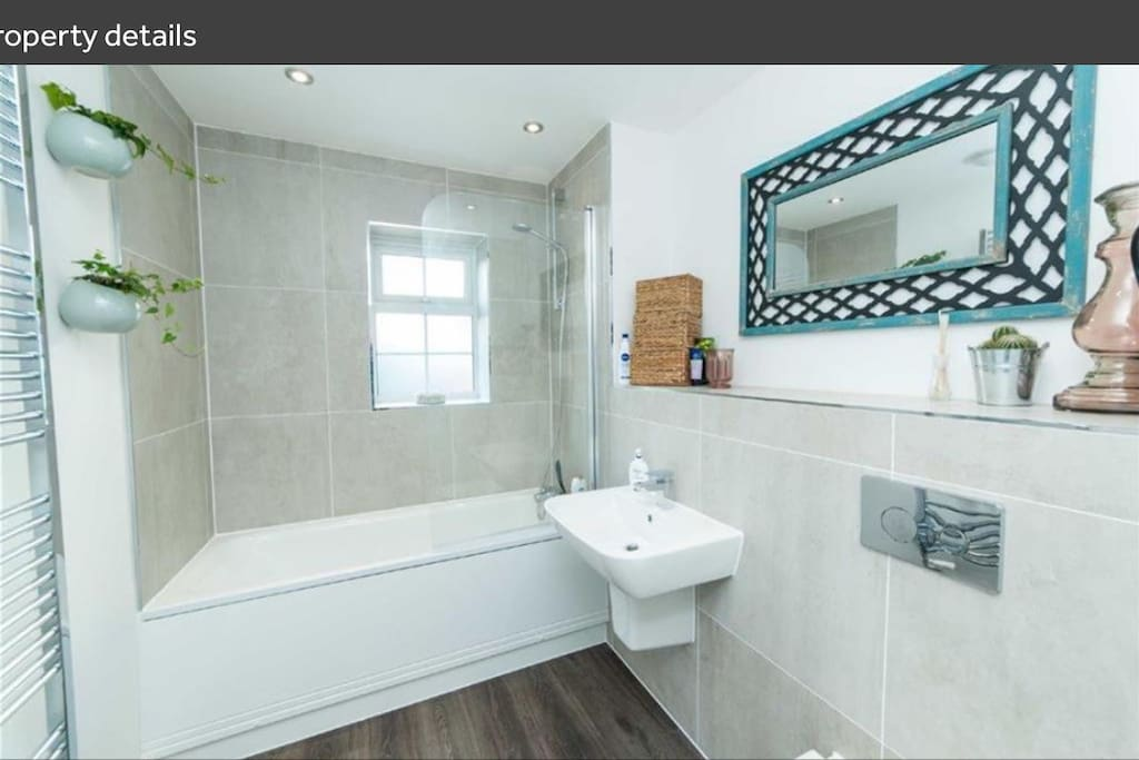 Guest bathroom with shower and bath for exclusive use of the guest only