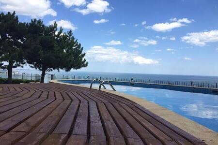 Lovely villa with amazing sea view,pool,jakuzzi - Balchik - Villa