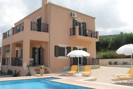 4 Bedroom Villa Fengaraki plus swimming pool - Livadi