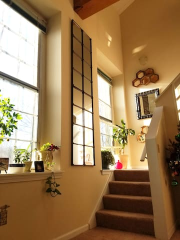 Artsy loft by the river - Beacon Falls - Apartment