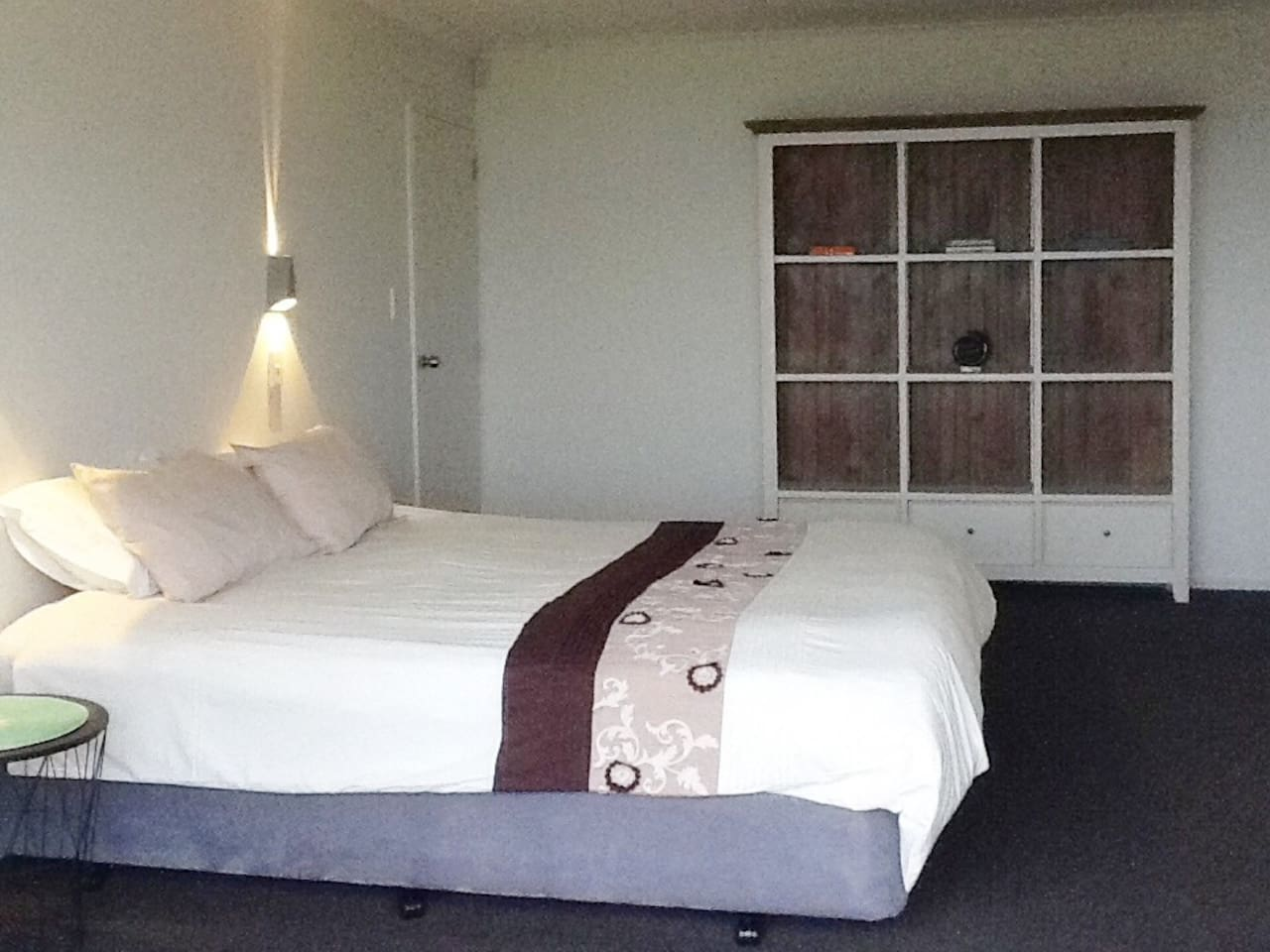 Private and spacious room with own entrance and free unlimited WiFi. Queen Bed can be split to twin beds if required.