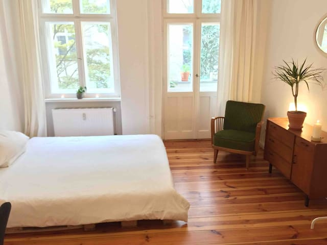 Cosy and convenient - Neukölln room with balcony