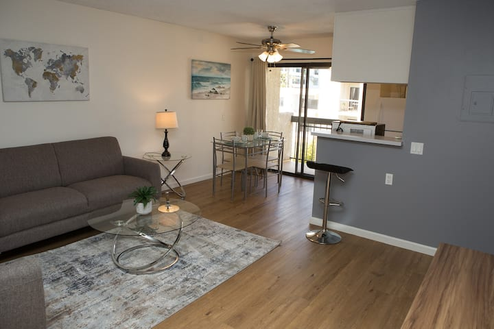 Star's Galore in Hollywood - Fully Furnished