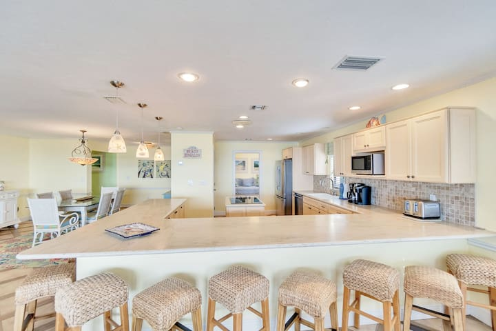 Stunning gulf front condo on west end!