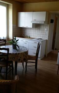 """Appart """"lucas"""" au coeur du Ht jura - Morbier - Apartment"""