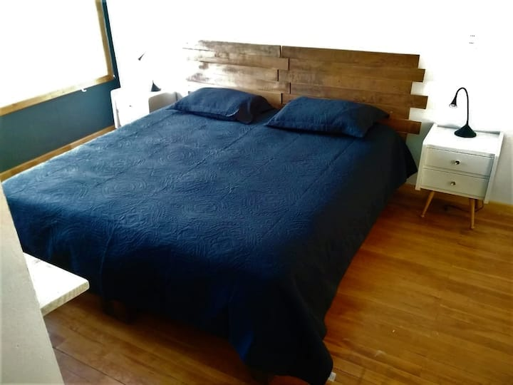 Cozy big room close to downtown and buses