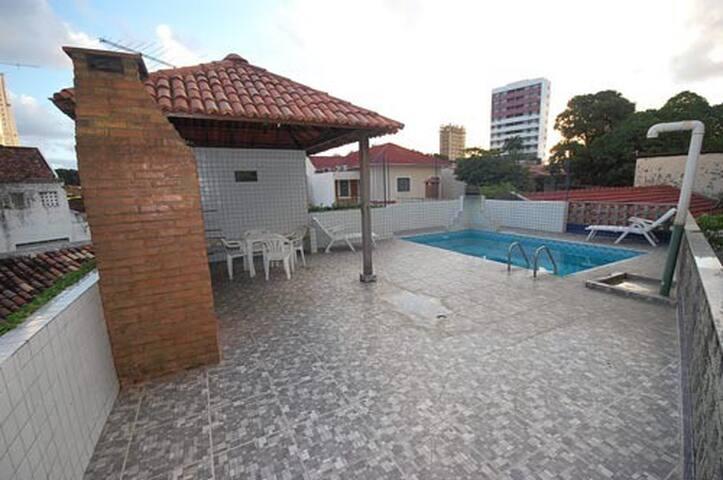 Apto seguro porteiro 24h e piscina em área nobre