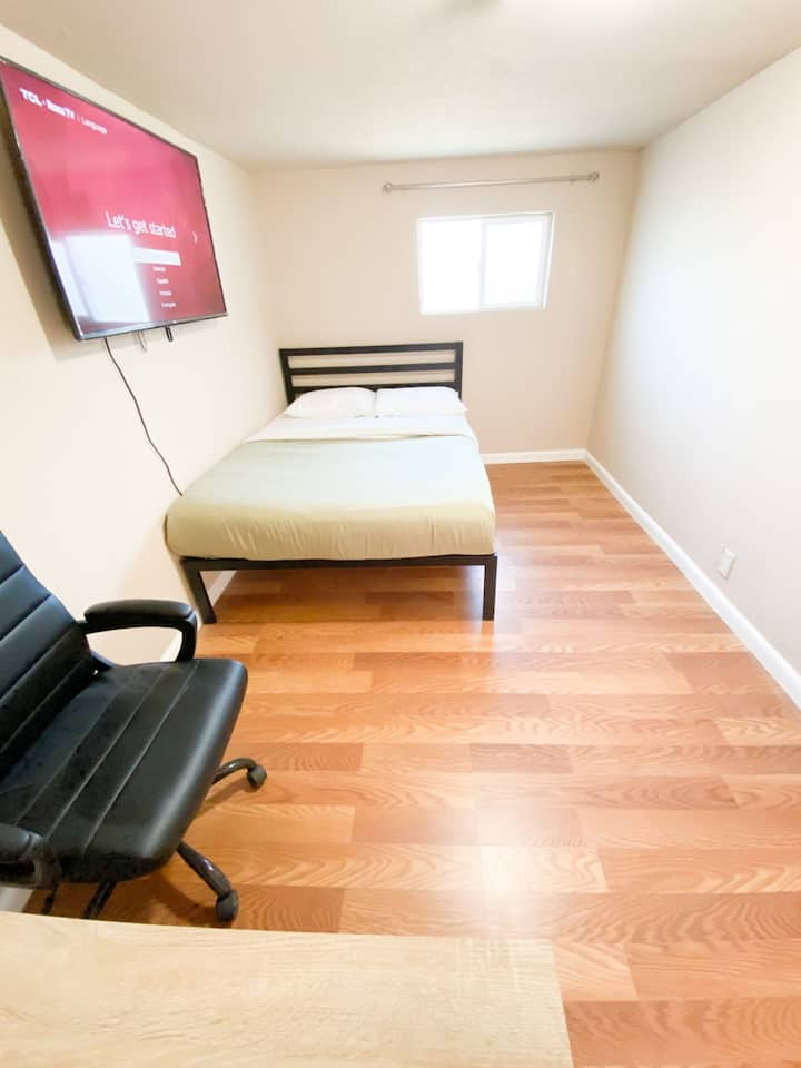 #121/Private Room #121/ New Furnitures/Close Apple