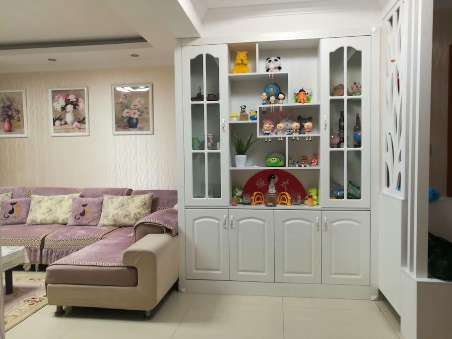 宽敞、整洁的客厅