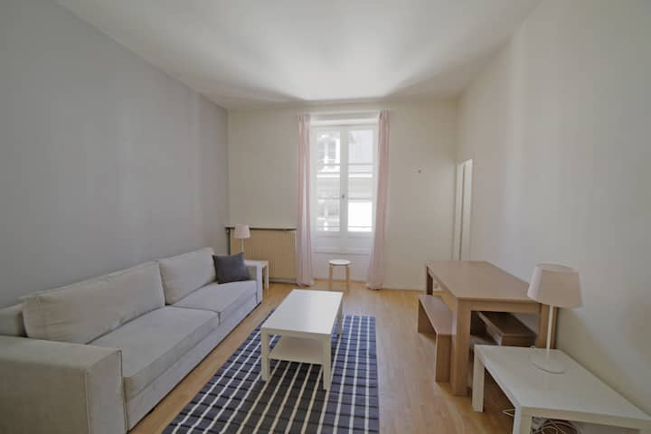 CLEAN AND SECURE-Comfortable apartment at Bordeaux