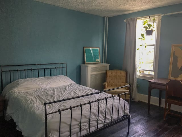 Large Room in Quirky and Centrally Located Home