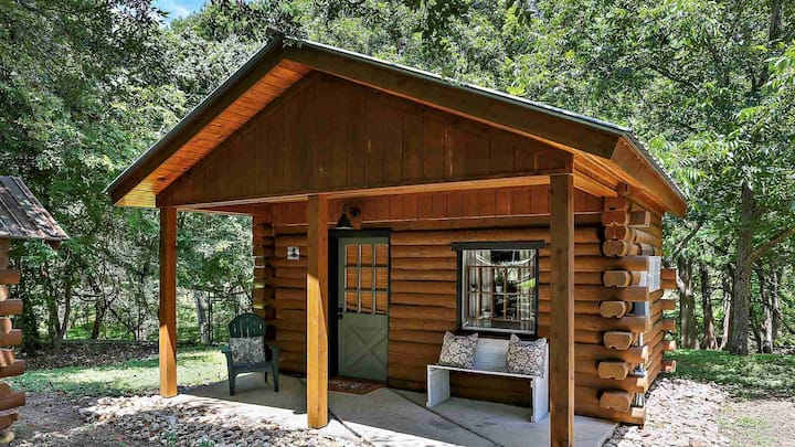 Cozy Log Cabin Retreat for Two On Cypress Creek #4