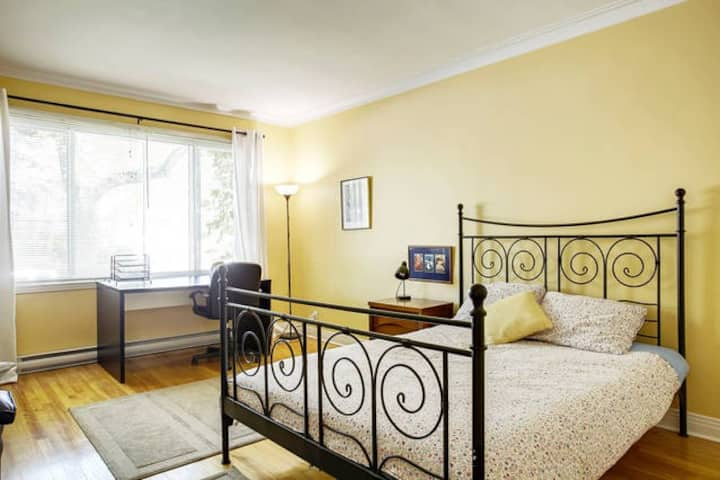 Huge, Bright Room, Metro Pass Included - 2