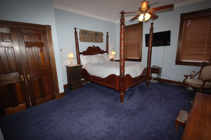 Hydeaway Bed and Breakfast - Master Bedroom