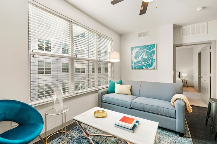 Kasa | Dallas | Breathtaking 1BD/1BA Downtown Apartment