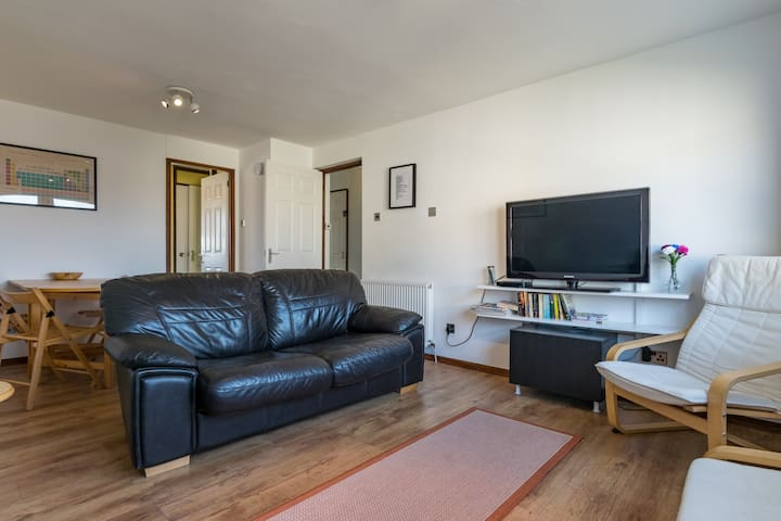 Spacious flat - Close to HYDRO & Clyde attractions with free parking