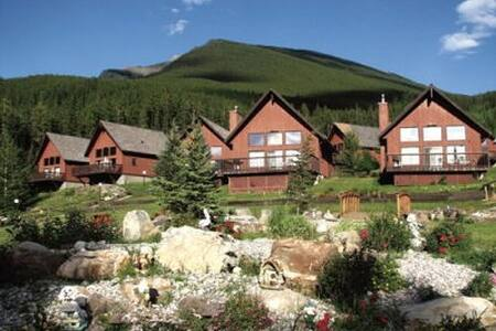 Banff Gate Mountain Resort in a 2 Bdrm Chalet - Chatka
