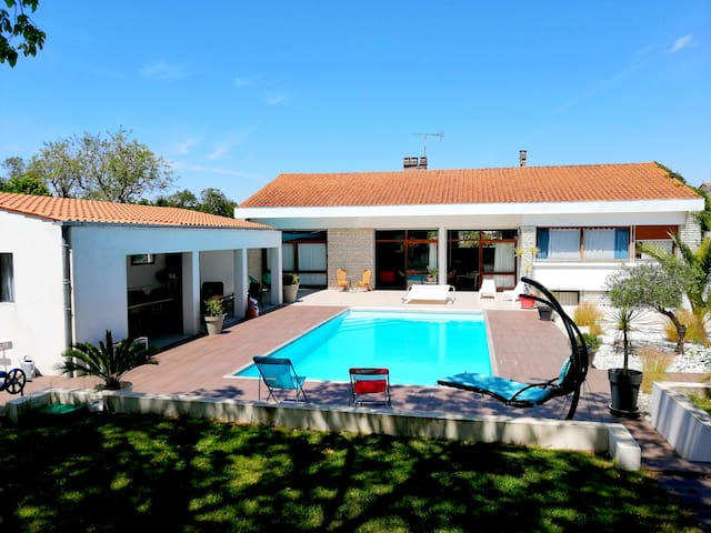 Villa centre ville avec piscine et jardin
