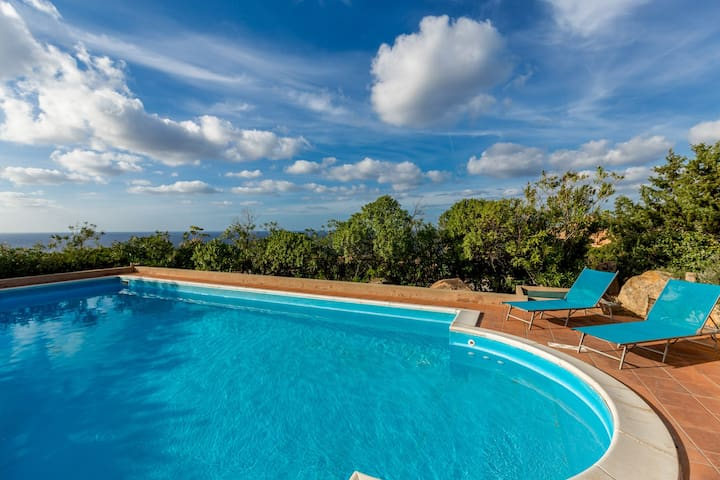 Porcospino with shared pool and great seaview
