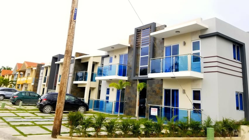Nice Condo minutes from the Beach