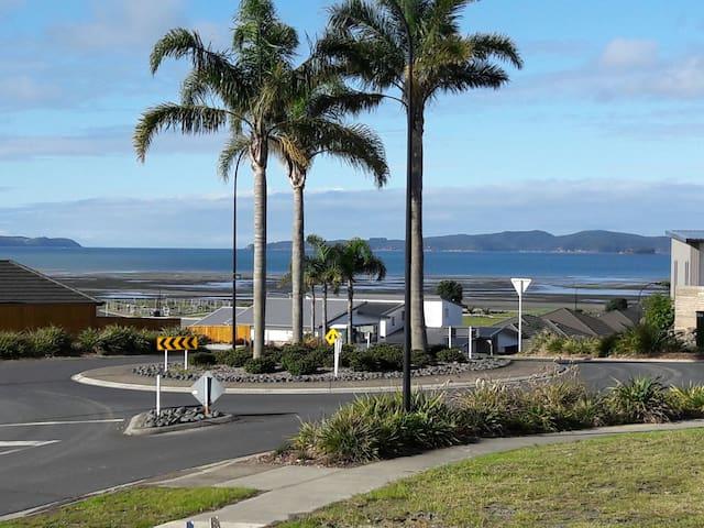 Kawau Bay  Para-dise, Snells Beach..