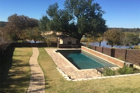 AMAZING LAKEFRONT HOME-SWIMMING POOL - Kingsland