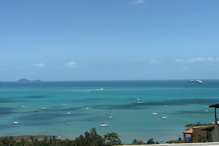Gorgeous Panoramic Seaview Queen Ensuite Room - Airlie Beach - Wohnung