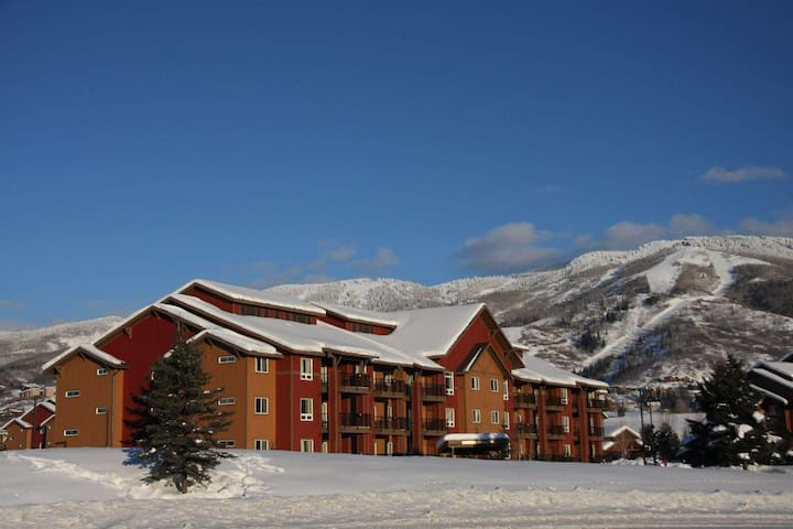 2BR The Village at Steamboat -Hot Tub/Pool/Shuttle