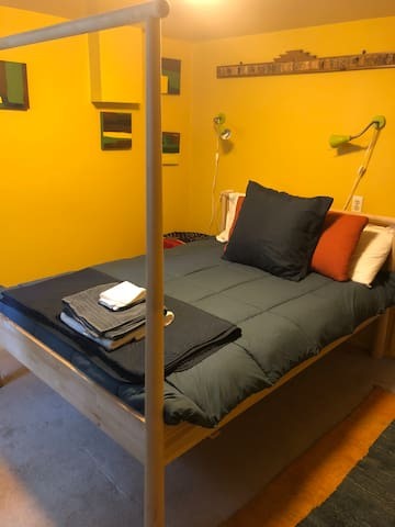 Sweet Space - new REAL bed  in Mindfulness Studio