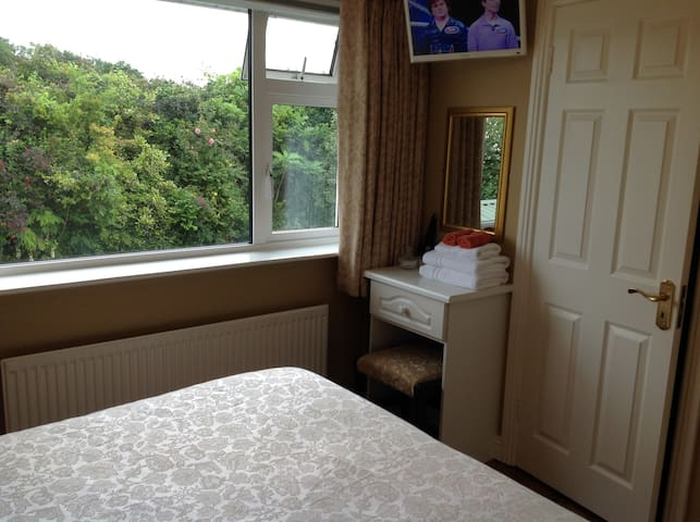 Small double ensuite room