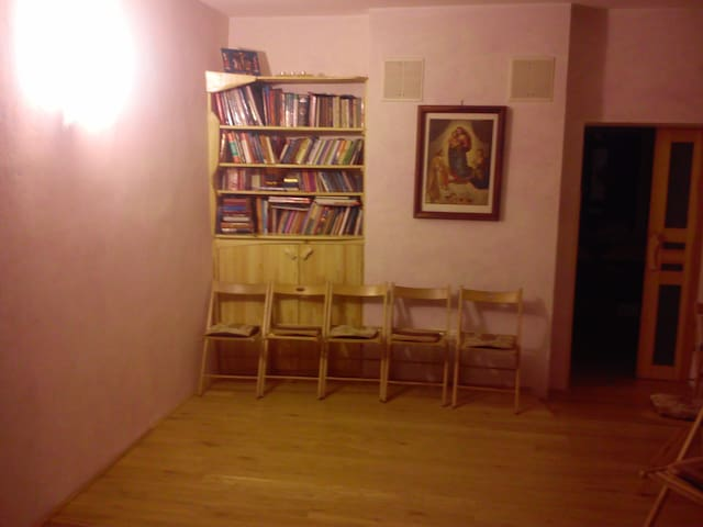 A modest room for a single traveler - Kyiv - House