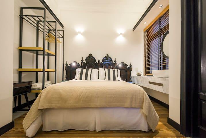 FAUNA Montevideo   [ Room 102 ]