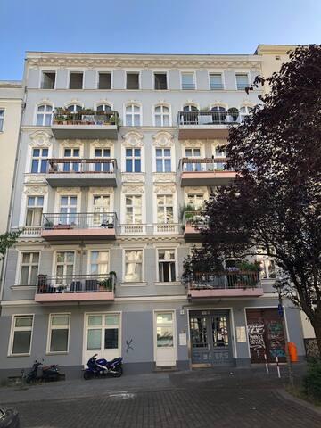 Idyllic,quiet, sunny renovated house in Schöneberg