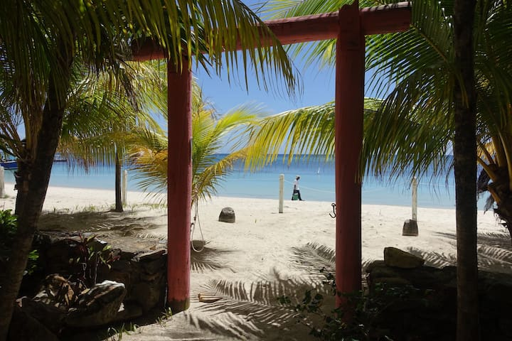 Family Home right on West Bay Beach, Roatan - West Bay - House