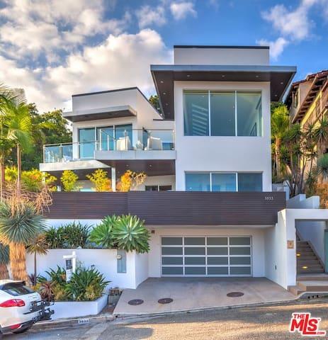 Luxurious Malibu Home with Amazing Views!
