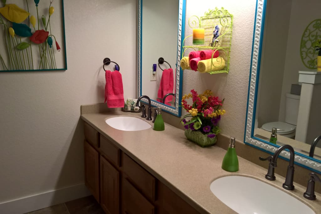 Double sinks, tub/shower