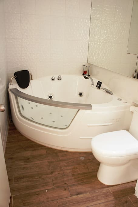 Relaxing bathroom features a 16 hidrojets  Kiplen Jacuzzi with Multimedia and remote control