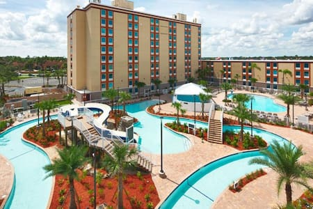 Say Hi to Mickey! Cozy Unit, Pool, Parking Shuttle