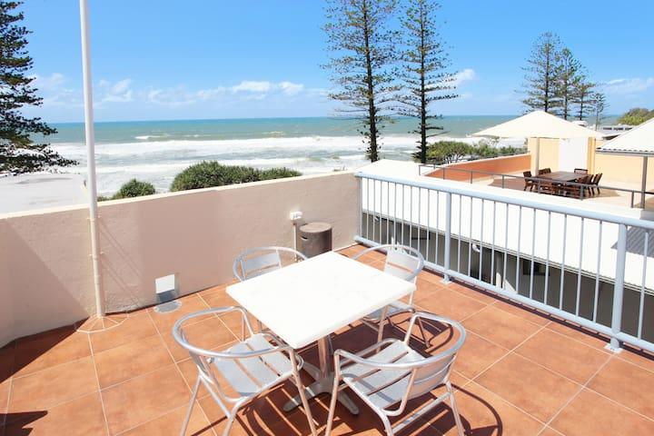 Coolum Ocean View beachfront apartment Baywatch 16