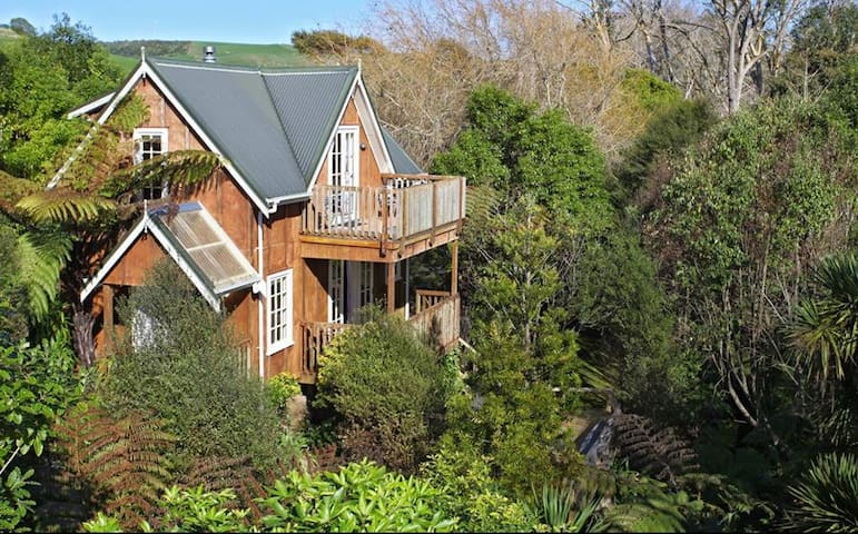 Serenity Chalet - Raglan Retreat