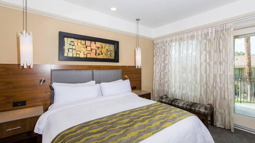 Palms Springs Villa Condo at Marriott Aug 16-23