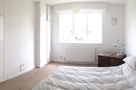 Beautiful double overlooking garden in Blackheath - London