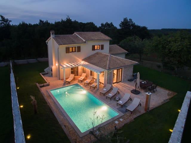Vila Seksta, Private Pool for 10 - Rojnići - Villa