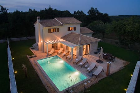 Vila Seksta, 4 Bedroom, Private Pool and Sauna